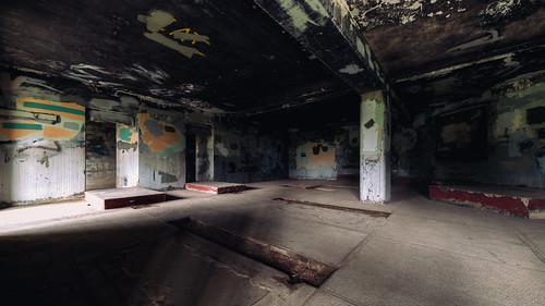 fortwarden pacificnorthwest graffiti room abandoned porttownsend canoneos5dmarkiii samyang14mmf28ifedmcaspherical pnw shadows washington johnwestrock
