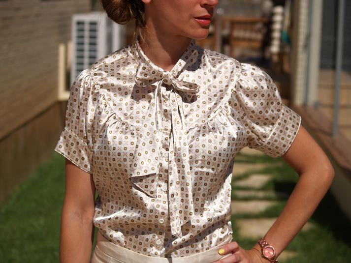 http://www.chicfy.com/camisa/camisa-raso-estampada-manga-corta-con