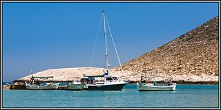 Image de Stavros Beach (Παραλία Σταυρού) Plage d'une longueur de 257 mètres. beach boats coast sand kreta august boote crete sunnshine mittelmeer mediterreneansea küste