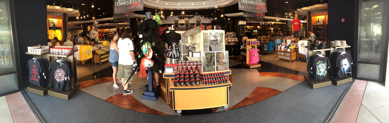 15316451835 61872ed733 h HHN 24: The Merchandise of HHN 24