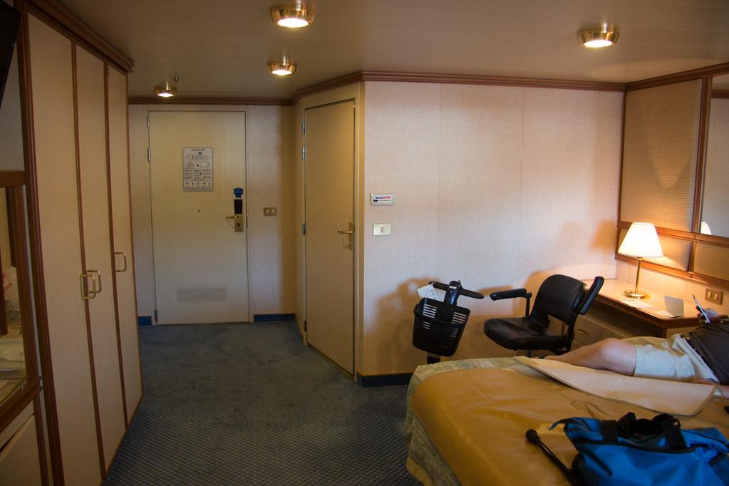 Bedroom in accessible cabin | Ruby Princess