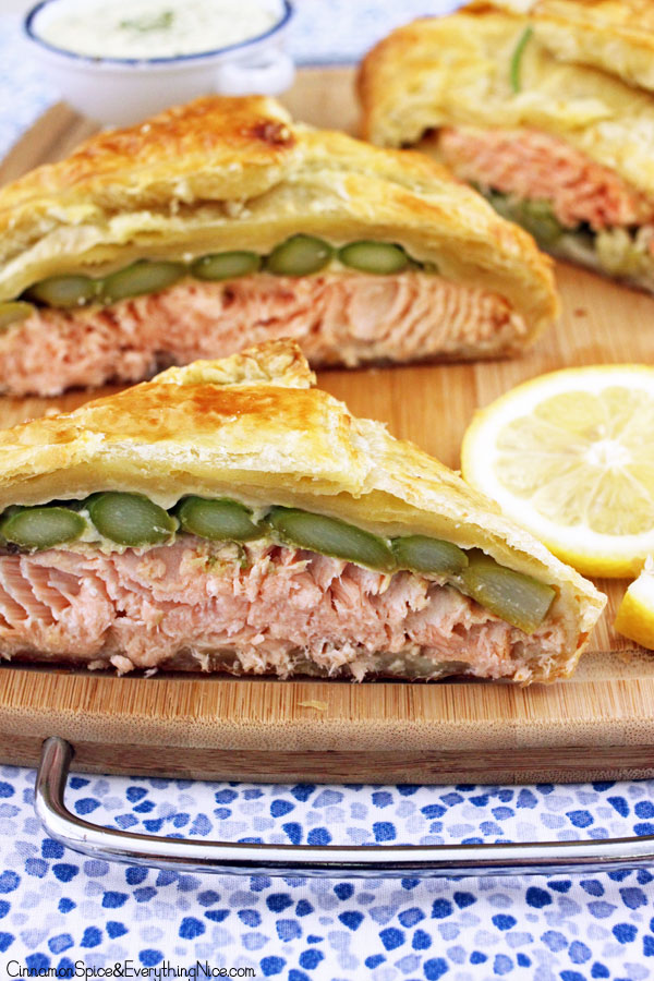 Salmon en Croûte with Lemon Dill Sauce