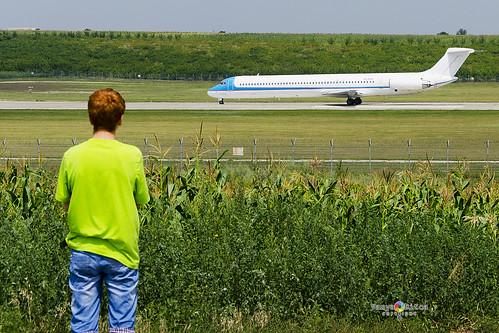 airplane airport nikon aircraft aviation july airline spotting moldova kiv 2014 mcdonnelldouglas mld lukk rwy08 airmoldova