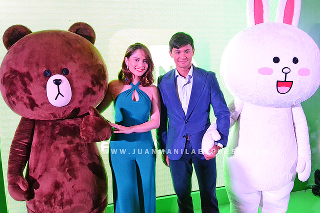 JESSY MENDIOLA AND MATTEO GUIDICELLI TOGETHER. LINE endorsers Jessy and Matteo joins Brown and Connie for a photo opp.