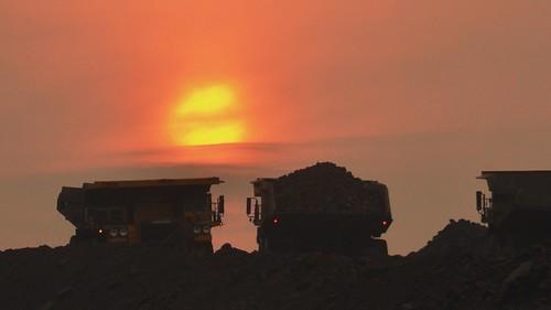 truck sunrise fire mine britishcolumbia coal komatsu wildfire 730 angloamerican tumblerridge haultruck 730e peacerivercoal
