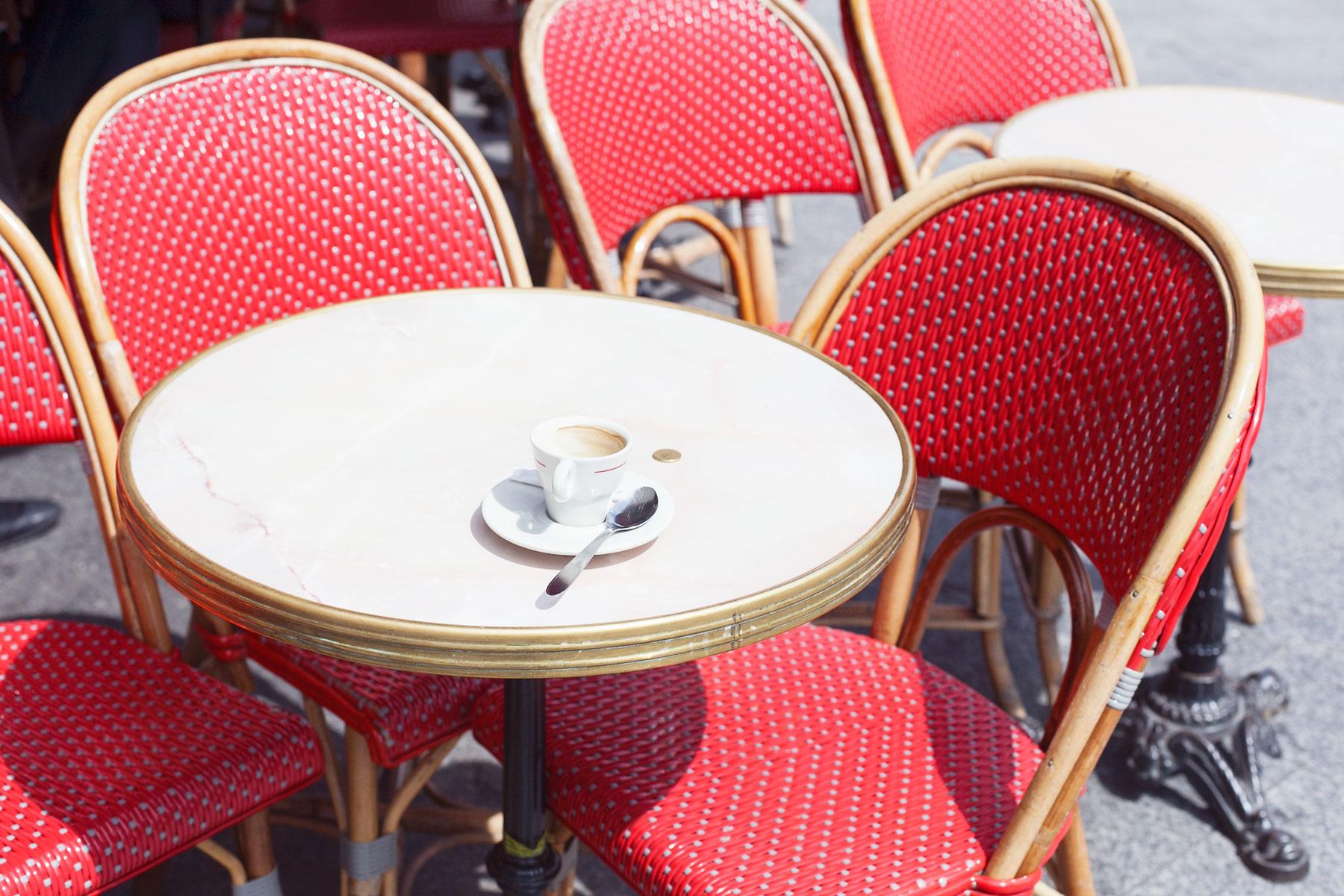Parisian café by Carin Olsson (Paris in Four Months)