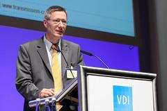 """Georg Bednarek, Chefingenieur Automatikgetriebe bei Opel, auf dem VDI-Kongress """"Getriebe in Fahrzeugen"""""""