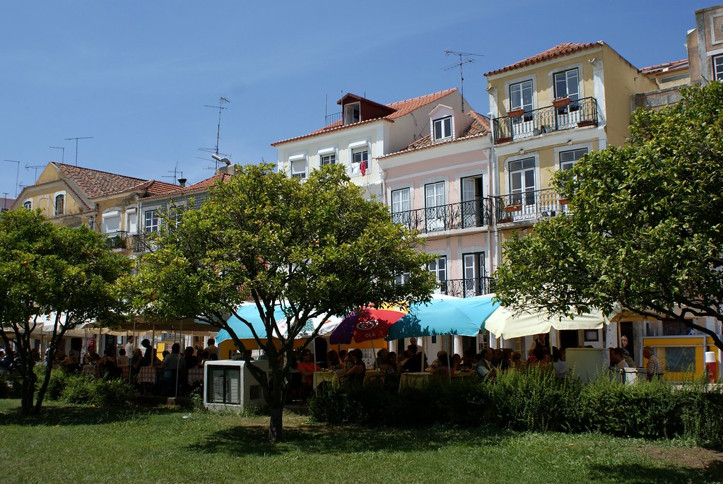 Maisons basses et colorées du quartier de Belem au Portugal.