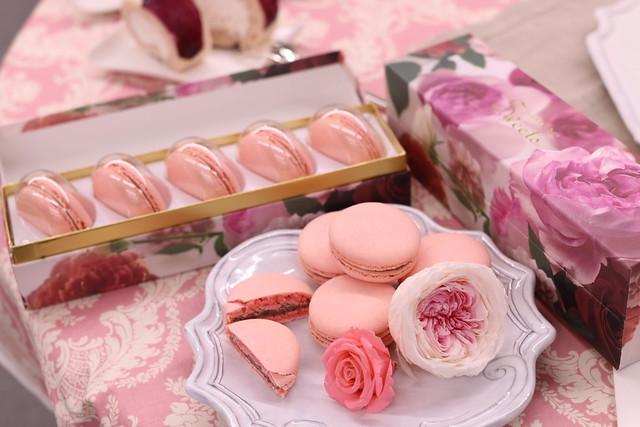 """""""さ姫""""ローズの花びらマカロン,""""さ姫""""ローズの花びらロールケーキ"""
