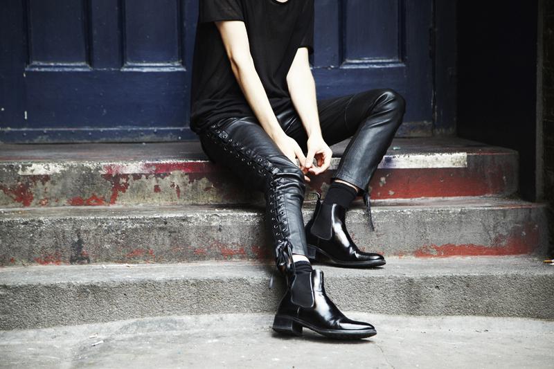 mikkoputtonen_fashionblogger_outfit_aldo_leatherpackback_isabelmarantpourHM_leatherpants_topman_hat_allblack_style_london_tigerofsweden_3_WEB