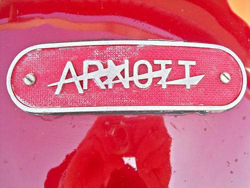 567 Arnott (Automobiles) Badge