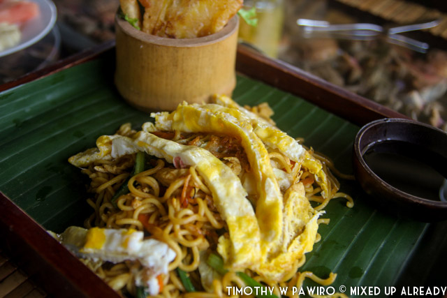Bali - Shanti Natural Panorama View - The restaurant - Shanti Djoglo - Breakfast - Fried noodle and egg