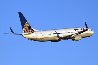 United Airlines Boeing 737-924/ER N37471