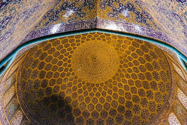Dome and arch of Sheikh Lotfollah mosque, Isfahan イスファハン、マスジェデ・シェイフ・ロトゥフォッラーのドームとアーチ