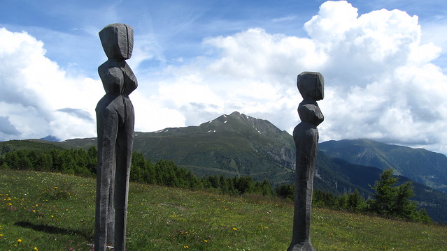 Wooden sculptures on Mutta