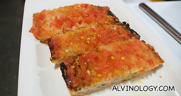 Coca bread with tomato