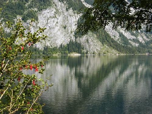 mountain lake nature water berg landscape austria see österreich wasser europa europe loser natur alpen landschaft tourismus steiermark autriche styria altaussee salzkammergut erholung healthresort ausseerland altausseersee luftkurort