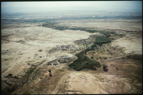 archaeology ancienthistory middleeast airphoto oblique aerialphotography aerialphotograph scannedfromslide aerialarchaeology bassetelkharar jadis2013003 megaj12390 tellkharrar wadielkharrar