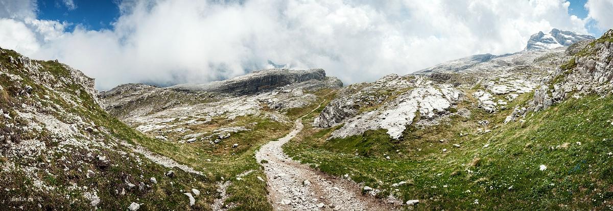 Tuenno, Trentino, Trentino-Alto Adige, Italy, 0.002 sec (1/640), f/8.0, 2016:07:01 10:10:19+00:00, 20 mm, 10.0-20.0 mm f/4.0-5.6