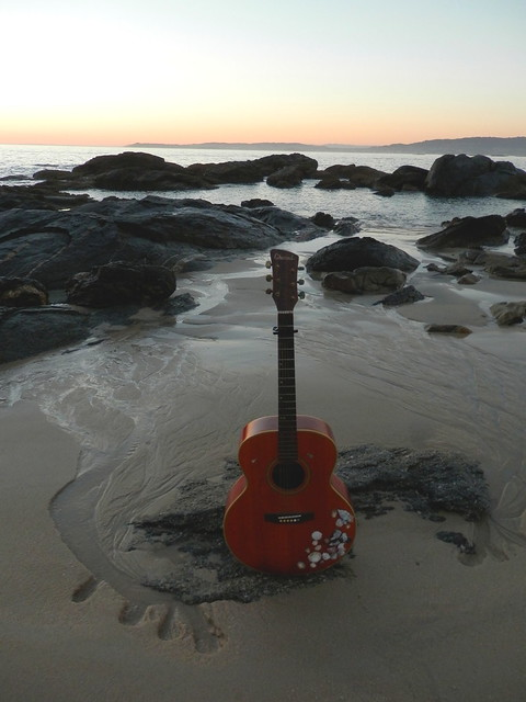 Guitarra en playa