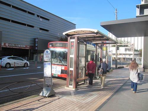 武蔵ヶ辻バス停から金沢競馬場へ向かうファンバス