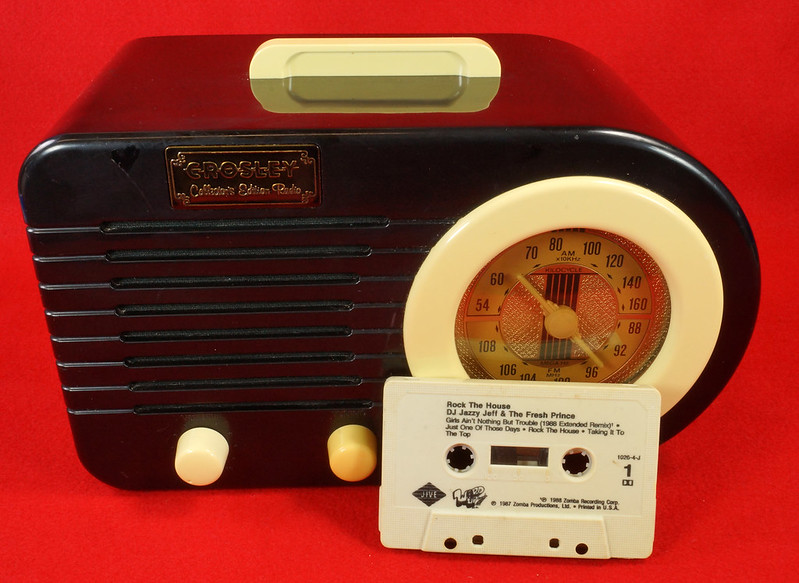 RD14835 RETRO Crosley CR-2  Collector's Edition AM FM Radio & Cassette Player with Fresh Prince Tape DSC06969