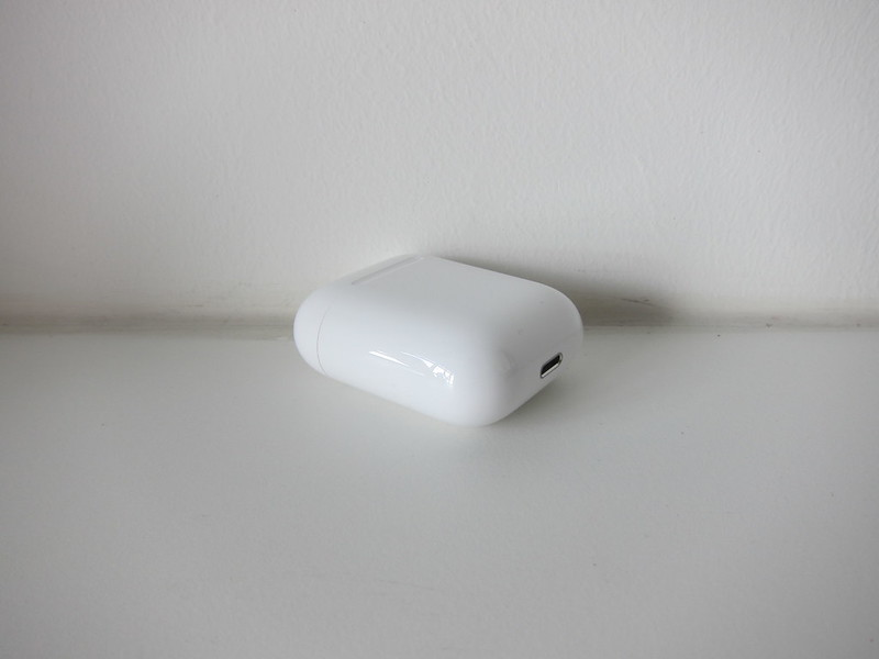 Apple AirPods - Charging Case