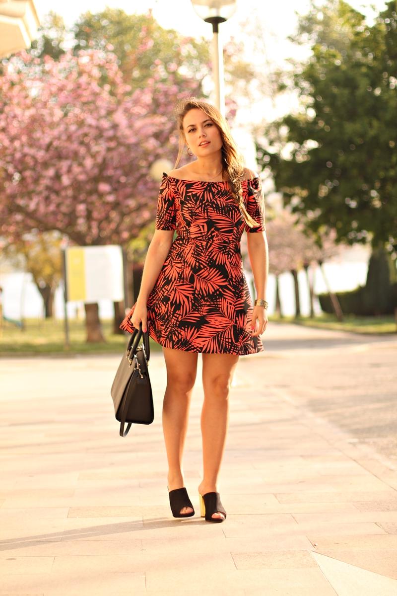 vestido zara palmeras naranjas y negras