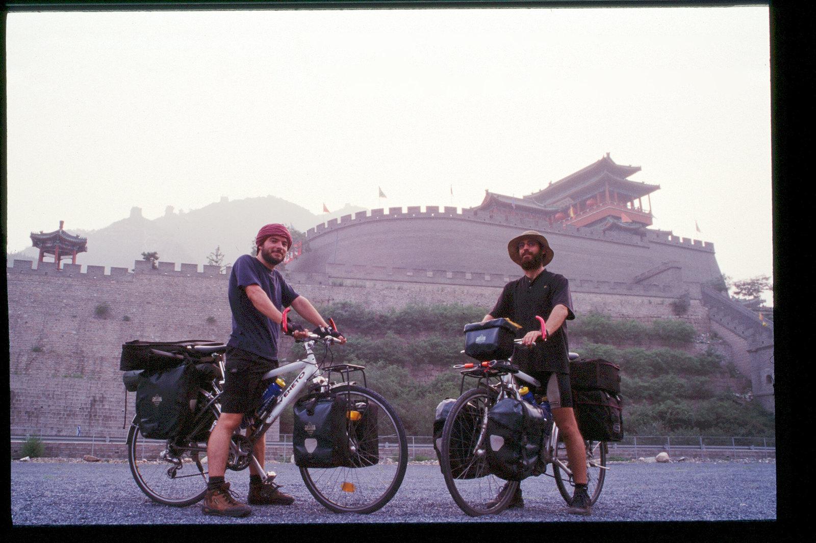 La Chine à vélo - de Pékin à Urumqi - au pied de la muraille de Chine