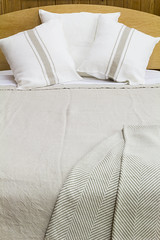 duvet cover(1.0), textile(1.0), furniture(1.0), bed sheet(1.0), beige(1.0),