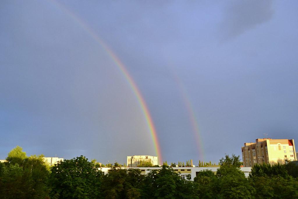 Фрагментарно-двойная радуга