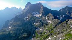 Widok ze Szpiglasowej  Przełęczy - Mięgusz, Cubryna, niżej Mnich, Zadnia Galeria Cubryńska, Dolina za Mnichem, Wrota Chałubińskiego