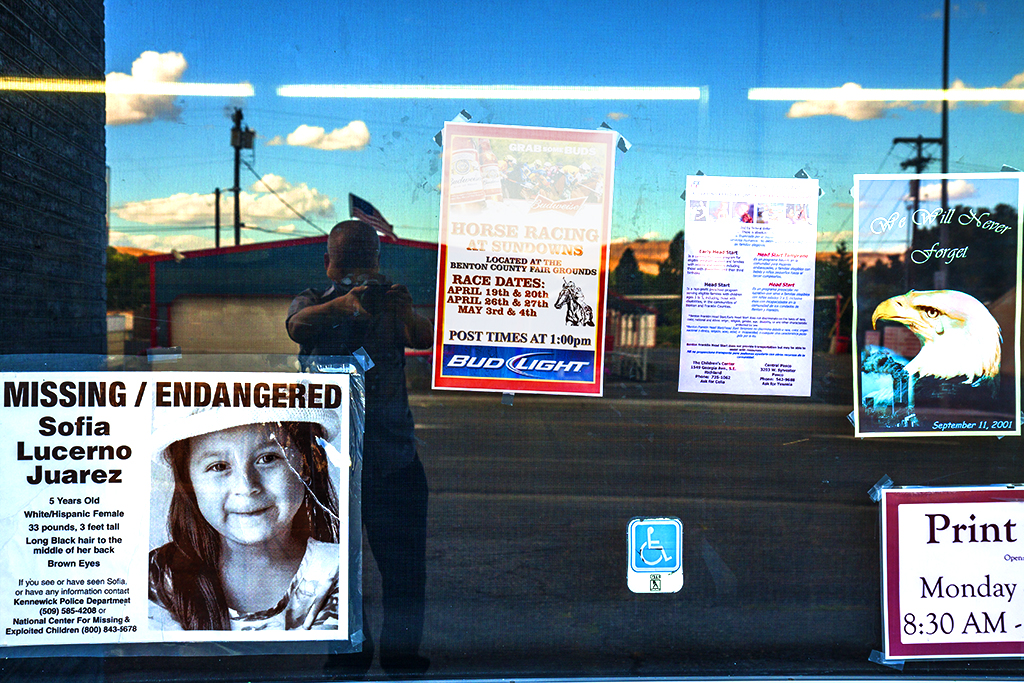Missing-poster-in-print-shop-window--Kennewick