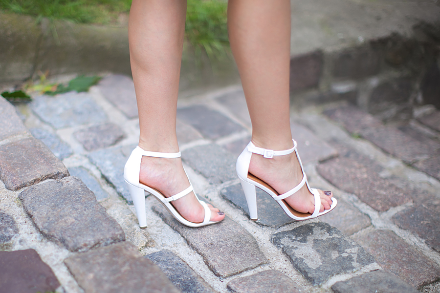 white-gladiator-sandals-outfit