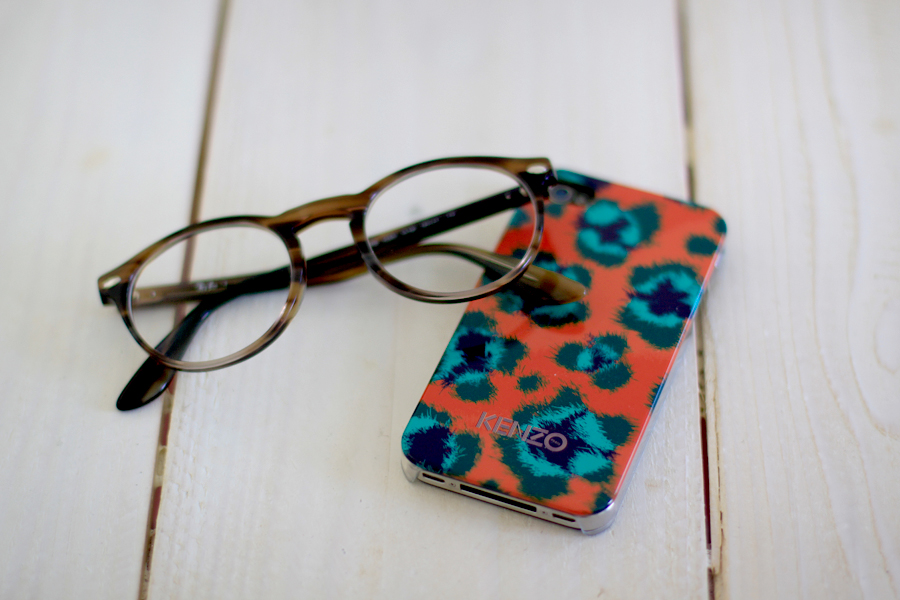 Kenzo iPhone case Ray-Ban Mister Spex glasses Pilgrim Jewelry Daniel Wellington watch Essentials Accessoires CATS & DOGS Ricarda Schernus Berliner Blogger 2