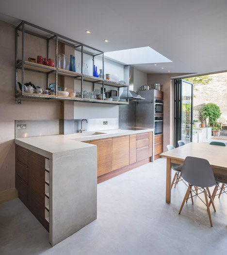 Concrete-House-by-Studio-Gil_dezeen_468_13