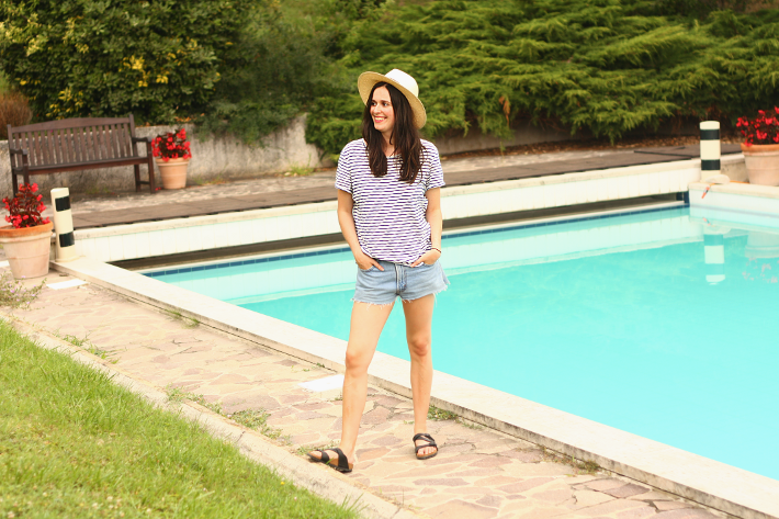 outfit levis birkenstocks pool