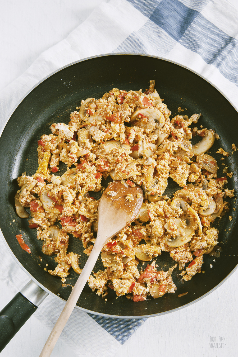 Tofu scramble with tomatoes and mushrooms