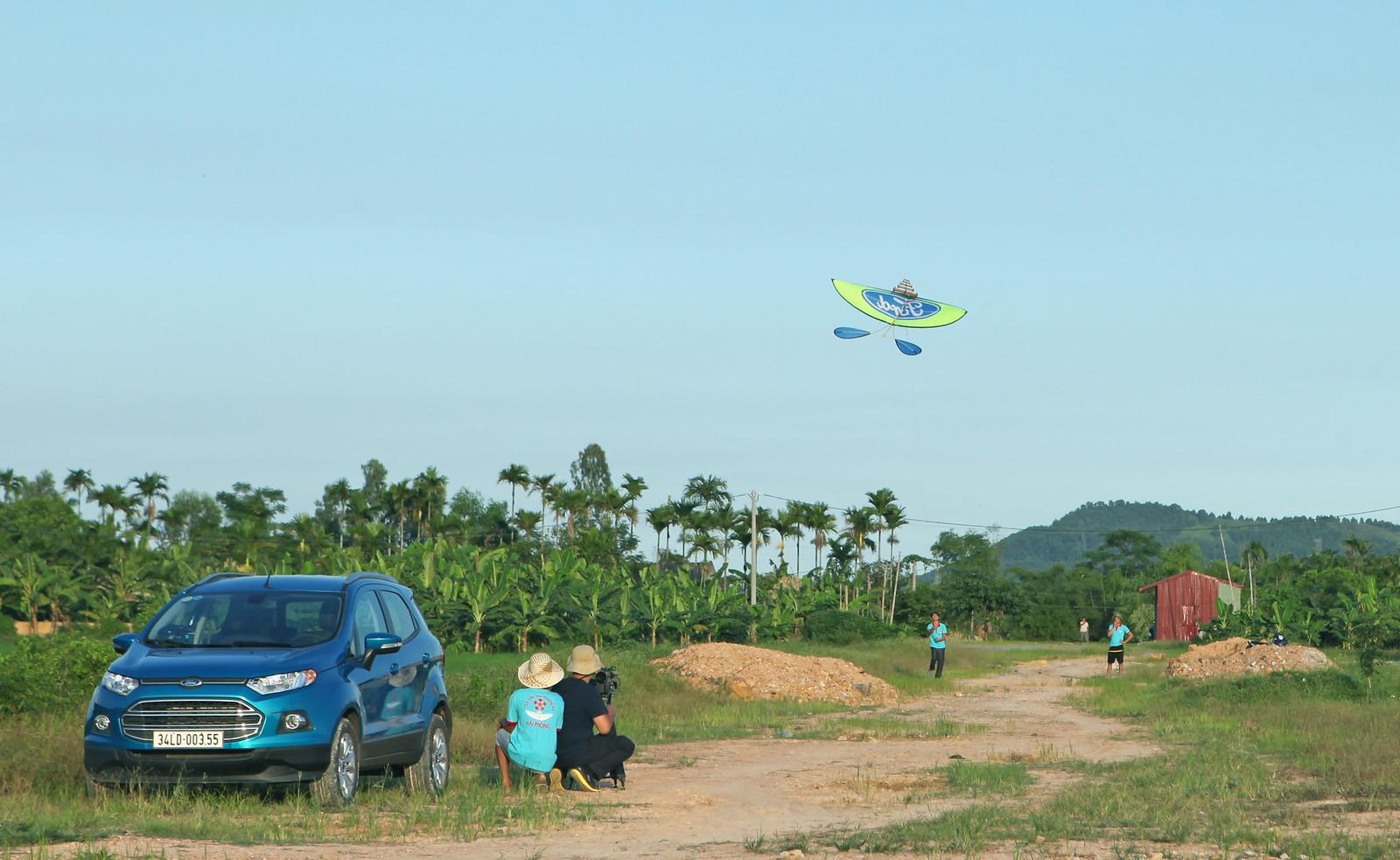 Diều Ford tung bay phía trên Ford EcoSport