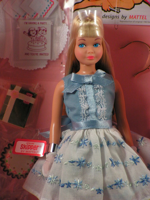 2013 Barbie 50th Anniversary Skipper Blonde BCP79 (2)