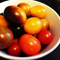 Picked up a bunch of lovely & colourful heirloom tomatoes yesterday. Dark purples & yellows!