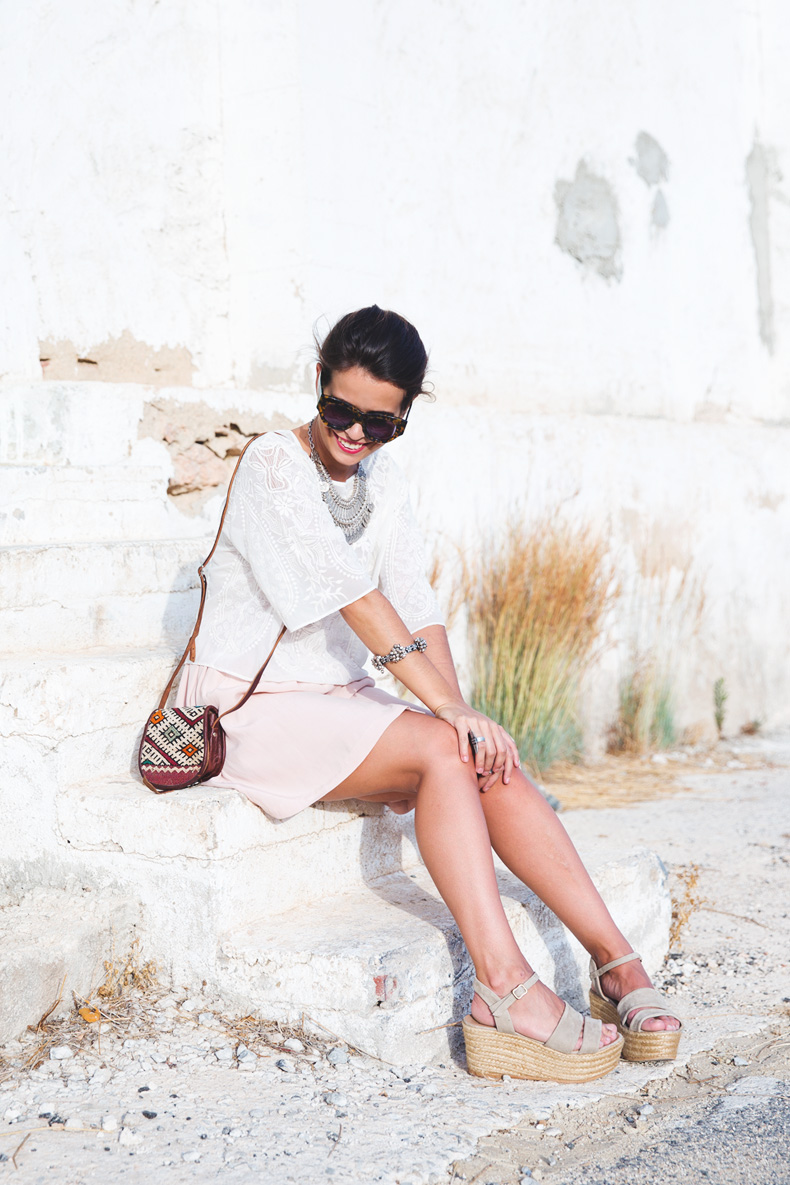 Light_Pink_Skirt-Lace_Top-Street_style-Outfit-3