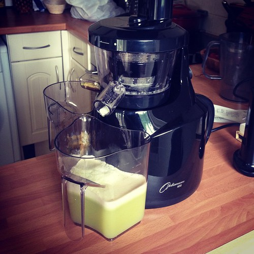 Using the #juicefeast as an opportunity to try out the #froothie Slow Juicer. Juice it does. Slowly (and that's a good thing - maximum extraction action!).