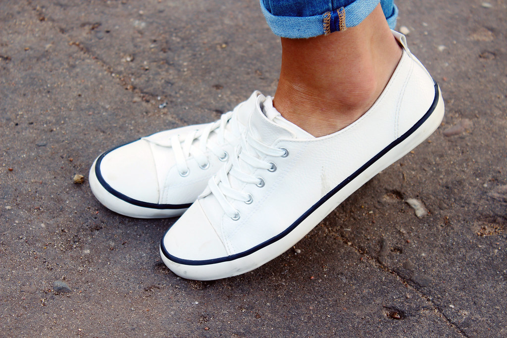white-H&M-sneakers-review