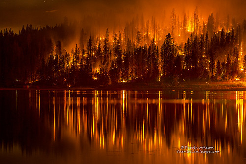 mountains reflection forest fire smoke flames nevada courtney sierra helicopter inferno forestfire blaze firefighters basslake oakhurst wildfire darvin atkeson darv lynneal yosemitelandscapescom