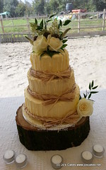 Rustic Raffia Vintage Wedding Cake with Real Flowers (9)
