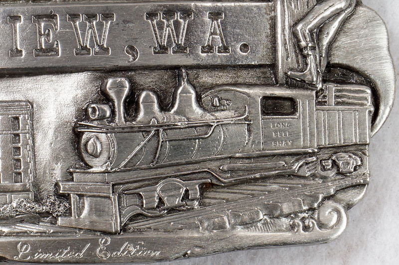 RD14449 1984 Siskiyou Belt Buckle LONGVIEW, WA Limited Edition Shay Locomotive, Monticello Hotel, Logger DSC06377