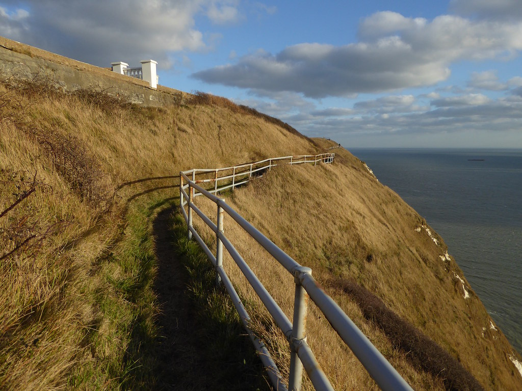 Vertinginous path Folkestone to Dover walk