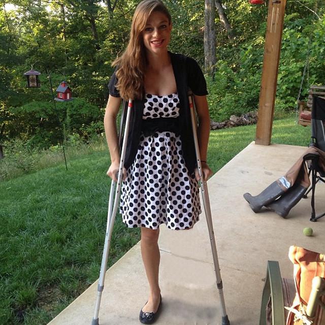 Sak Amputee Women On Crutches Images-8132