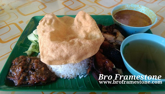 Nasi Kukus Ayam Berempah Kedai Deq Na di Ayer Hitam, Johor